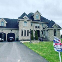 L'annonce de Danielle Jolicoeur, courtier immobilier, montre qu'elle a vendu une grande maison avec garage en Outaouais.