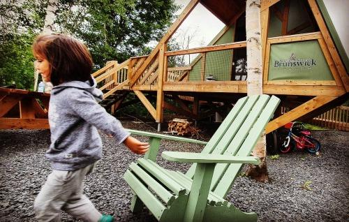 La jeune Tya au Parc provincial de la République