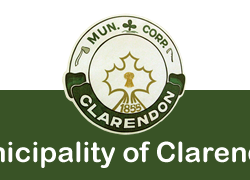 The logo of the municipality of Clarendon, featuring a green and white background with a clover leaf, an ax and a scythe surrounding a maple leaf.