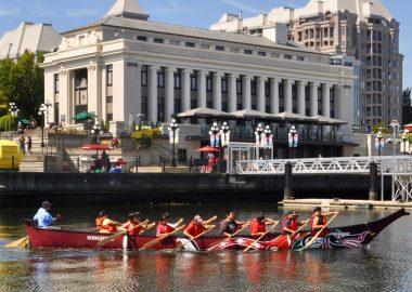 tour en canoe par les Songhees dans le port de victoria