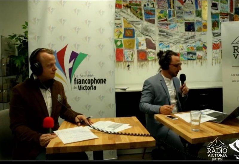 Casey Edmunds, directeur adjoint de la Société francophone de Victoria, et François Macone, journaliste à Radio Victoria, étaient les modérateurs du débat. Source : Radio Victoria