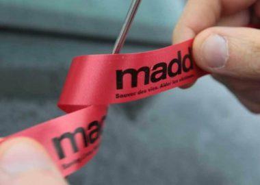 Un ruban rouge de MADD Canada et sa campagne