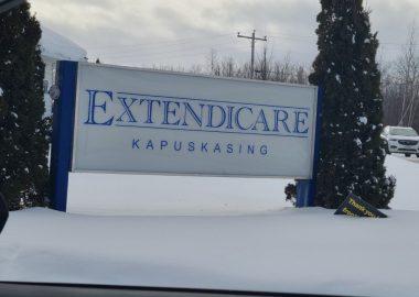 Le panneau en face de l'Extendicare de Kapuskasing