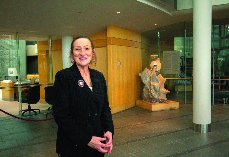 La première ministre Caroline Cochrane à l'Assemblé législative des des Territoires du Nord Ouest
