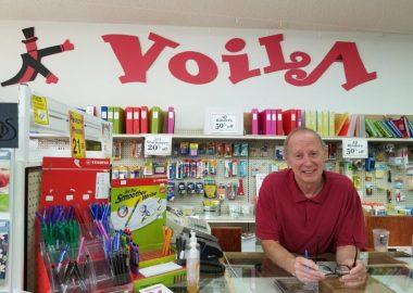 Paul Boisvert dans son magasin à Gravelbourg