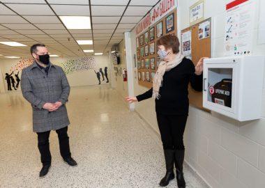 défibrillateurs externes automatiques dans une école
