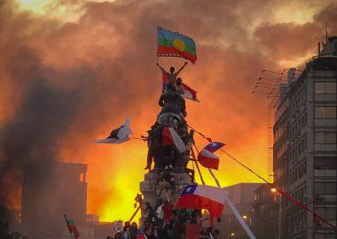 La photo emblématique des manifestations au Chili en 2019, point de départ de cette votation. Photo : Susana Hidalgo