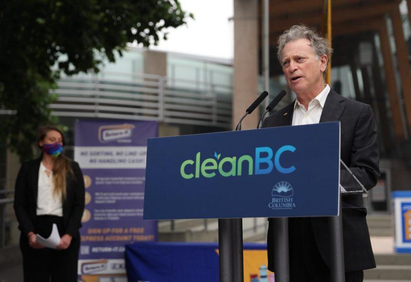 Le ministre Britanno-Colombien de l'Environnement et de la Stratégie sur le changement climatique, George Heyman, a annoncé plusieurs améliorations du système de recyclage provincial. Photo : Gouvernement de la Colombie-Britannique