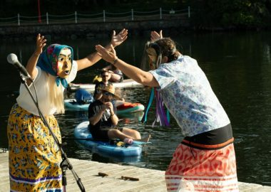 Des membres de la communauté de Victoria au festival Afloat.