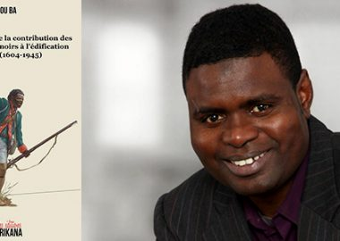Dr Amadou Ba souriant en costume noir, près de la page de couverture de son dernier livre