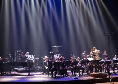 Scène de concert de l'ensemble SMCQ sur fond noir