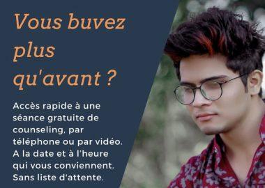 Un jeune homme est photographié sur la pancarte publicitaire de counselling connect. (photo: Instagram @counsellingconnect)