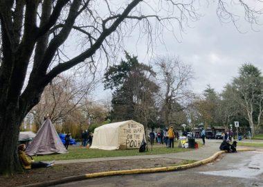 Des tentes dans le parc Beacon Hill
