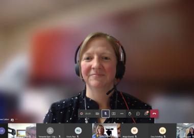 La médecin-hygiéniste du Bureau de santé Porcupine Lianne Catton dans une réunion virtuelle