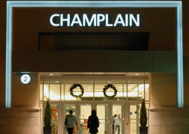 New_entrance_to_Champlain_Place,_Dieppe_NB_(2008)