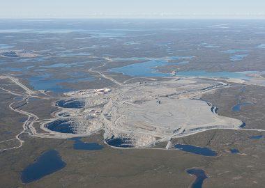 Vue aérienne de la mine de diamants Ekati, aux Territoires du Nord-Ouest