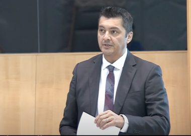 Capture d'écran d'une intervention du député Jackson Lafferty, à L'Assemblée législative.
