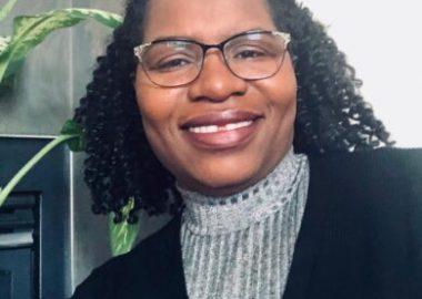 Sylvie Niyongere, mère de 3 enfants, elle suggère la collaboration mutuelle entre les parents et le personnel enseignant afin de mieux protéger les enfants et les ensignants contre la COVID-19 lors de la prochaine rentrée scolaire Crédit photo: Radio Prairie FM/ Tabitha Mukamusoni