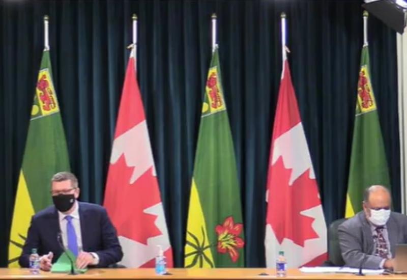 Le premier ministre de la Saskatchewan Scott Moe à gauche et Dr Saqib Shahab à droite.  Les restrictions liées au Covid-19 sont prolongées jusqu'au 19 mars en Saskatchewan. photo: capture d'écran: page Facebook Scott Moe
