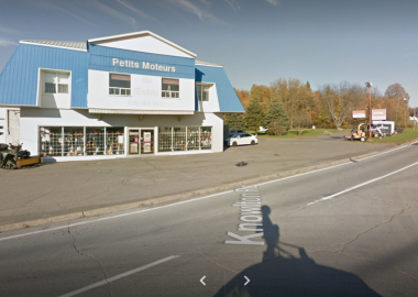 Picture of Petits Moteurs a business on gilmans corner.
