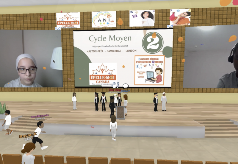 Deux enfants s'affrontant virtuellement sur la plateforme interactive de Épelle-moi Canada durant le concours d'épellation.
