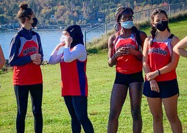 L'équipe des Mustangs de l'école Mosaïque alignera une coureuse au niveau provincial. Photo : Amy d'Eon