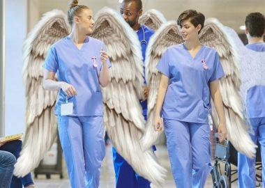 Des infirmières avec des ailes d'ange