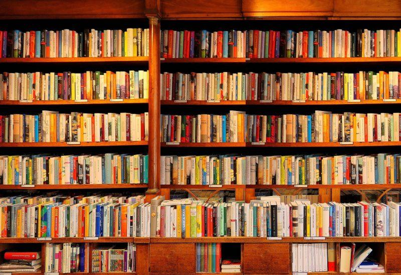Bibliotheque avec des livres