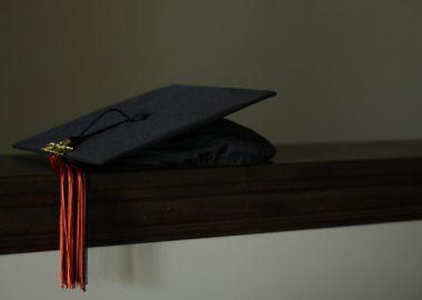 Selon Marilène Gill, cette initiative permettra de favoriser l'attraction et la rétention de ces nouveaux diplômés dans des territoires comme celui de Fermont. Image : Pixabay