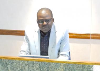 Le directeur de la santé publique sur la Côte-Nord, Dr Richard Fachehoun, a tenu à rappeler certaines mesures sanitaires étant donné la situation actuelle dans la région, qui diffère d'un secteur à l'autre. Image : capture d'écran