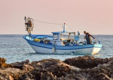 fishing-boat-5736839_640