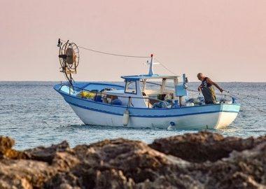 fishing-boat-5736839_640