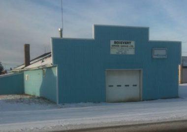 La devanture bleue du garage Boisvert