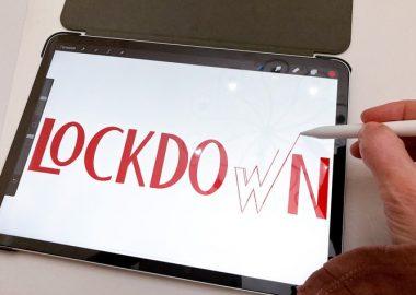 Le mot lockdown écrit sur un Ipad