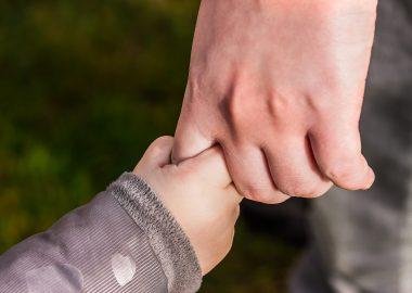 Tenir la main