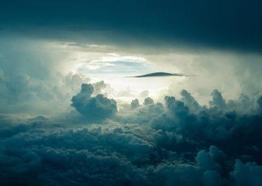 Nuages dans le ciel.