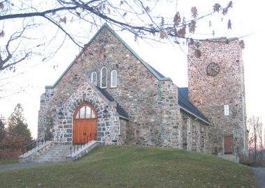 A picture of the outside of St. Paul's Church in Knowlton